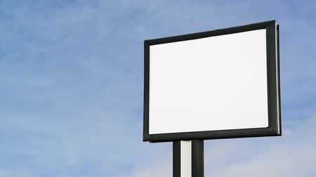 sem nuvens : Blank Billboard with empty screen over cloud timelapse