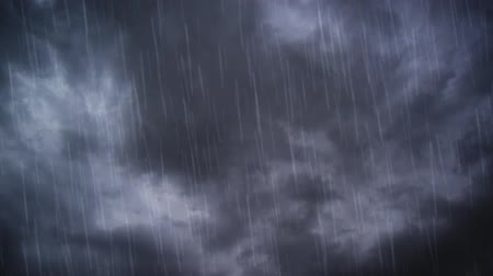 ulewa : Heavy rain falling from dramatic Sky with dark stormy white clouds, time lapse shot. Wideo