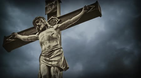 Христос : Crucifixion. Christian cross with Jesus Christ statue over stormy clouds time lapse. Стоковые видеозаписи