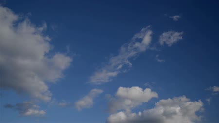 aridez : Time Lapse Full HD Footage of Beautiful White Clouds Flowing Fast Across the Blue Spring Sky, 1920x1080.