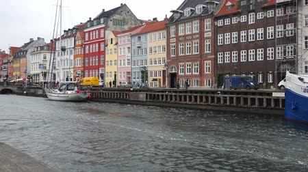 kodaň : COPENHAGEN, DENMARK - DECEMBER 30, 2015: Copenhagen Nyhavn canal, romantic place is a 17th century waterfront, an entertainment district and famous landmark in Danish capital.