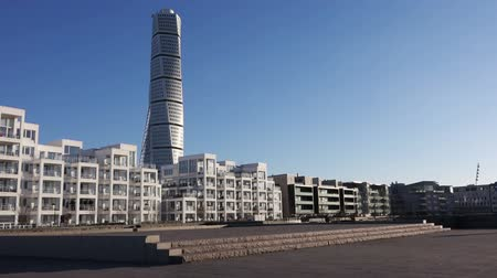 torzó : MALMO, SWEDEN - DECEMBER 31, 2015: Malmo Turning Torso as Distinctive Landmark of this Swedish Town. Malmo is the capital city in Skane County, also the third largest city in Sweden. Stock mozgókép