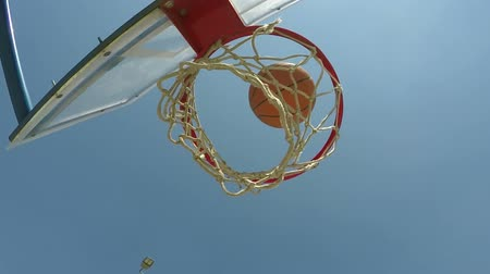 abroncs : Ball falls through basketball hoop, scoring a point in streetball game Stock mozgókép