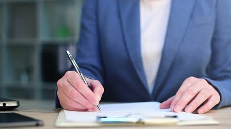 assinatura : Businesswoman signing business contract agreement at office desk
