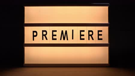 estréia : Vintage illuminated lightbox Premiere sign in cinema movie or for radio and television live audience broadcast Vídeos