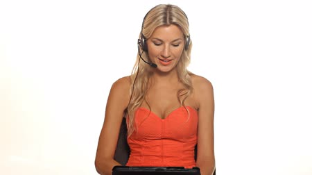 akıllı telefon : Pretty blonde business woman with tablet and headset