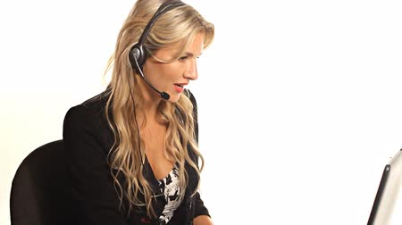 centrum : Customer Service worker woman with headset on white background Dostupné videozáznamy