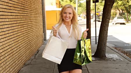 kalça : Happy woman with shopping bags and thumbs up gesture Stok Video