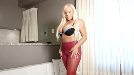 болваны : Sexy big breasts blond woman in pantyhose