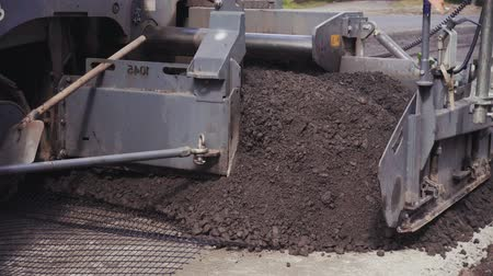 мостовая : asphalt paving machine works, road construction crew apply asphalt layer