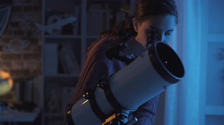csillagászati : Young woman watching stars at night using a professional telescope, astronomy and science concept