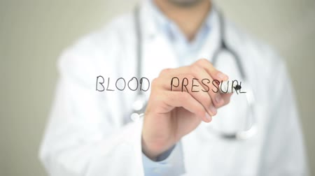 medir : Blood Pressure , Doctor writing on transparent screen
