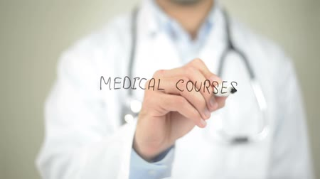 вводить : Medical Courses, Doctor writing on transparent screen Стоковые видеозаписи