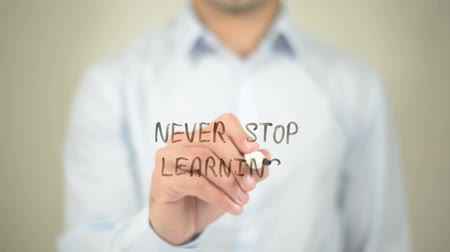 öğrenme : Never Stop Learning, Man writing on transparent screen Stok Video