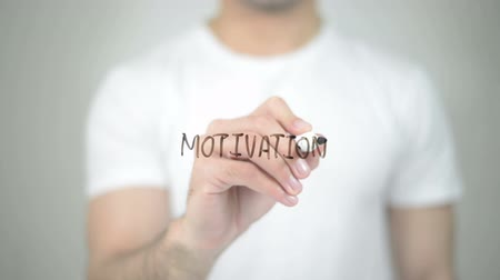 motivar : Motivation, man writing on transparent screen