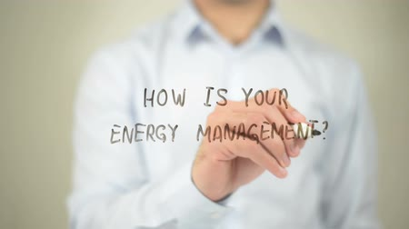 efektywność : How Is your Energy Management , man writing on transparent screen Wideo