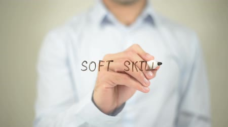 recursos : Soft Skills   ,  man writing on transparent wall Vídeos