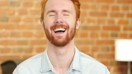 żart : Laughing on Joke, Young Man Portrait