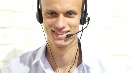 служба : Customer service representative wearing a headset at the office , call center