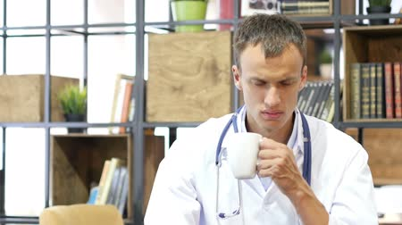 feketés csésze : Hospital Doctor Work Drink Coffee , tired Stock mozgókép
