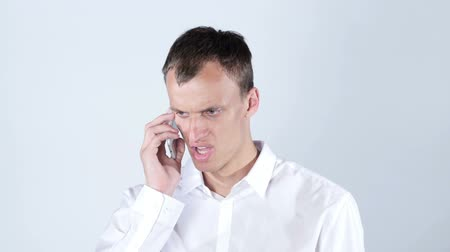 argumento : Angry businessman shouts on phone  ,  fight , bad news