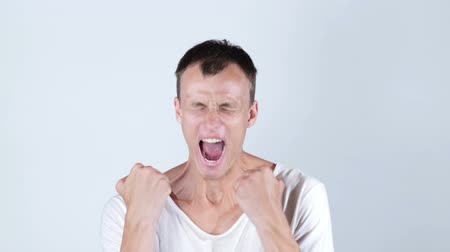 зубы : Angry man screaming