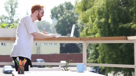 felicidade : Young Man Video Conference on Laptop, Chat, Standing in Balcony Outdoor