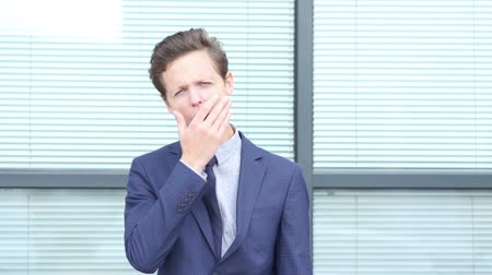 интерн : Yawning Gesture by Tired Young Businessman
