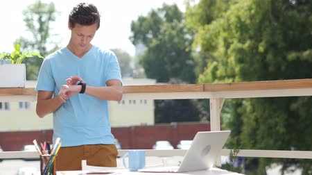 em pé : Sunny Day, Man Standing and Using Smartwatch in Balcony, Gadget Vídeos