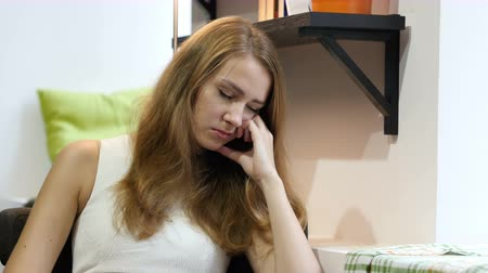 интерн : Beautiful Girl Sleeping at Work, Sitting tired