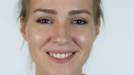 зубы : Close Up of Smiling Beautiful Girl Face, White Background Стоковые видеозаписи