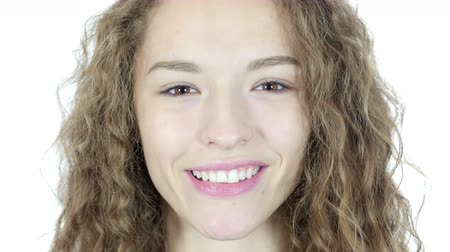 kapatmak : Close Up Of Smiling Young Woman Face, White Background
