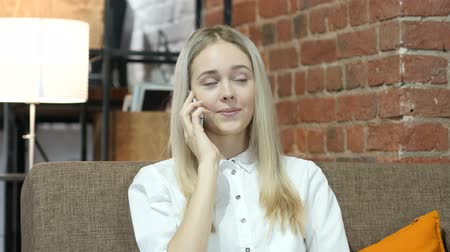 мобильный телефон : Phone Call, Business Woman Talking On Smartphone, Indoor