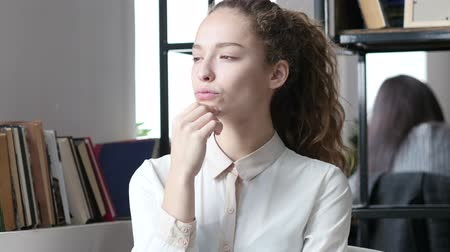 único : Thinking, Pensive Business Woman, Indoor Office Stock Footage