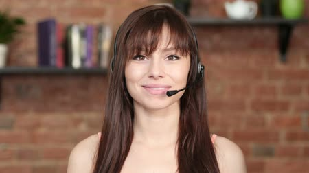 служба : Smiling Call Center Woman, Customer Service Indoor Стоковые видеозаписи
