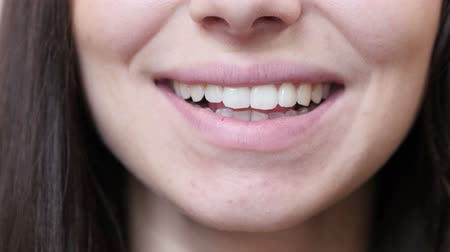 kapatmak : Close Up Of Smiling Woman Lips Stok Video