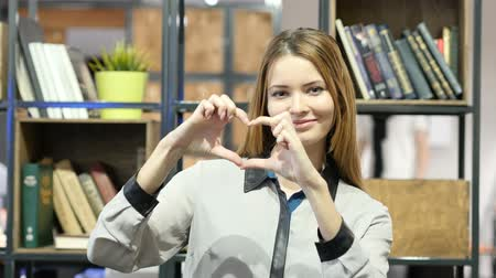 慶典 : Handmade Heart Sign by Brunette Woman, Indoor