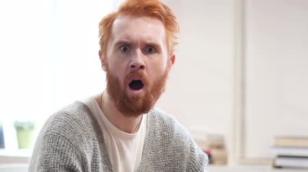 expressão facial : Shocked, Stunned Man with Red Hairs