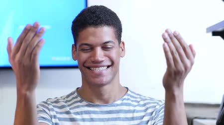 parceiro : Inviting Gesture by Young Black Man Stock Footage