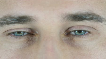 augenzwinkern : Blinking Eye Mann, Close Up