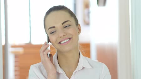 conversando : Phone Talk, Woman Answering Call