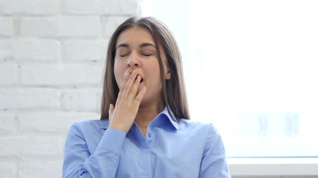 bizneswoman : Beautiful Young Woman Yawning in Office