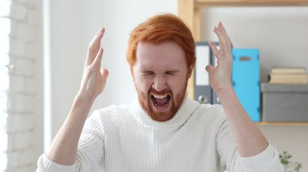 irritáció : Screaming Loud, Angry Man with Red Hairs