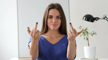 bojování : Beautiful Woman Showing Middle Finger in Anger