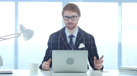 hallgat : Redhead Businessman Busy Online Video Chat on Laptop at Work Stock mozgókép