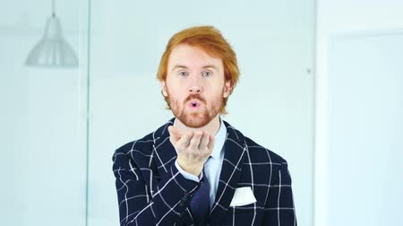 vöröshajú : Flying Kiss for Love by Redhead Businessman Stock mozgókép