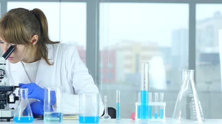farmacologia : Female Scientist in Laboratory Reading Documents, Paperwork of Result of Rese Stock Footage
