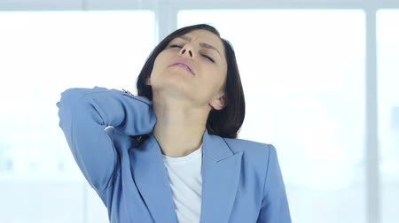 травма : Young Businesswoman at Work with Neck Pain, Workload