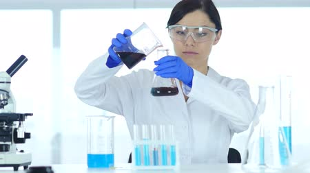 sallamak : Woman Scientist Busy Doing Research and Reaction in Laboratory