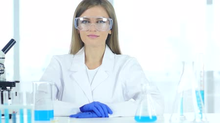 sebész : Female Chemist, Scientific Reseacher in Laboratory in Protective Glasses
